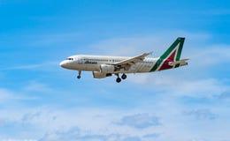 AÉROPORT FRANCFORT, ALLEMAGNE : LE 23 JUIN 2017 : Airbus A320-200 Alital Photos stock