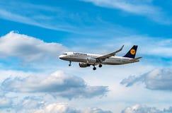 AÉROPORT FRANCFORT, ALLEMAGNE : LE 23 JUIN 2017 : Airbus A320-200 LUFTHA Photographie stock