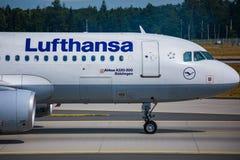 AÉROPORT FRANCFORT, ALLEMAGNE : LE 23 JUIN 2017 : Airbus A320-200 LUFTHA Photo stock