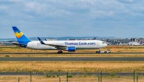AÉROPORT FRANCFORT, ALLEMAGNE : LE 23 JUIN 2017 : Boeing 767 Thomas Cook Image stock
