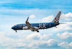 AÉROPORT FRANCFORT, ALLEMAGNE : LE 23 JUIN 2017 : Mouche Deu de Boeing 737 TUI Photos libres de droits