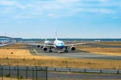 AÉROPORT FRANCFORT, ALLEMAGNE : LE 23 JUIN 2017 : sud d'Airbus a330China Images stock