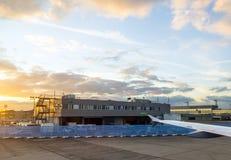 Aéroport Francfort et terminal 2 dans le coucher du soleil Images libres de droits