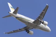 Aéroport international de départ d'entreprise du jet UR-ARA Melbourne d'Airbus A319 de gouvernement de l'Ukraine, Australie de Me Images stock