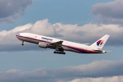 Aéroport international de départ de Malaysia Airlines Boeing 777-2H6/ER 9M-MRI Melbourne photos stock