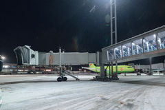 Aéroport international de Domodedovo d'échelles télescopiques Image libre de droits