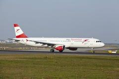 Aéroport international de Francfort - Airbus A321 d'Austrian Airlines décolle Images stock