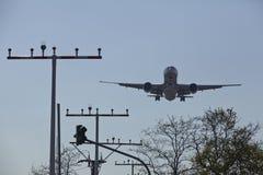 Aéroport international de Francfort (Allemagne) - approche d'atterrissage Image libre de droits