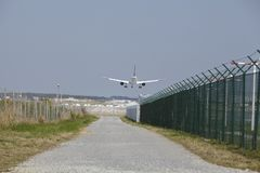 Aéroport international de Francfort (Allemagne) - approche d'atterrissage Images libres de droits