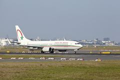 Aéroport international de Francfort - Boeing 737 de Royal Air Maroc décolle Photos stock