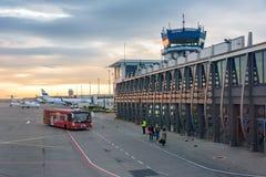 Aéroport international de Katowice-Pyrzowice au lever de soleil Images libres de droits