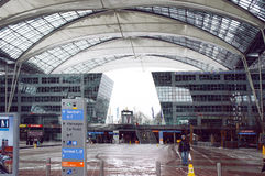 Aéroport international de Munich le jour d'hiver Photos libres de droits