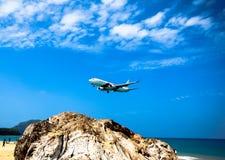 Aéroport international de Phuket d'atterrissage Photo libre de droits