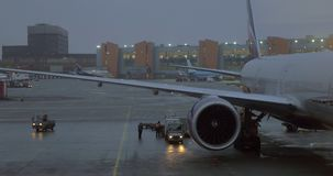 Aéroport international de Sheremetyevo à Moscou, égalisant la vue banque de vidéos