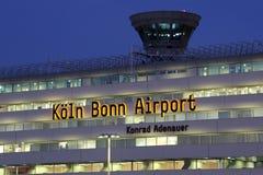 Aéroport Köln de Cologne Bonn du terminal 1 avec la tour Photographie stock libre de droits