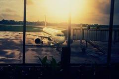 Aéroport, l'avion sur le décollage, paysage Photos libres de droits