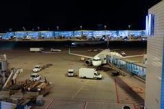 Aéroport la nuit Images libres de droits