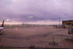 Aéroport la nuit Images stock