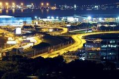 Aéroport moderne de nuit de ville Photos stock