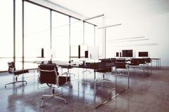 Aéroport moderne de salon de la zone VIP de wifi de photo avec les fenêtres panoramiques Ordinateurs génériques de conception et  Image stock