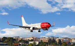 Aéroport norvégien d'Alicante d'approche finale de lignes aériennes Images stock