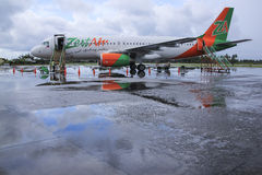 Aéroport Philippines de kalibo d'avion de ligne d'air de zeste Photos libres de droits