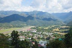 Aéroport près de la montagne Image libre de droits