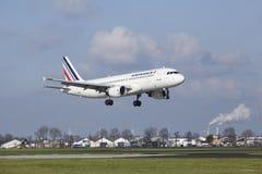 Aéroport Schiphol d'Amsterdam - Air France Airbus A320 débarque Image stock