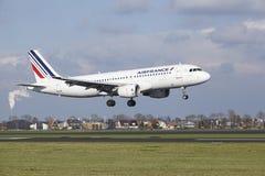 Aéroport Schiphol d'Amsterdam - Air France Airbus A320 débarque Images stock