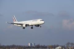 Aéroport Schiphol d'Amsterdam - Air France Airbus A321 débarque Image libre de droits