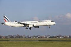 Aéroport Schiphol d'Amsterdam - Air France Airbus A321 débarque Image stock