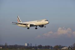 Aéroport Schiphol d'Amsterdam - Air France Airbus A321 débarque Photographie stock libre de droits
