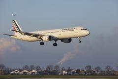 Aéroport Schiphol d'Amsterdam - Air France Airbus A321 débarque Photo stock