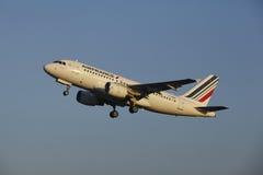Aéroport Schiphol d'Amsterdam - Air France Airbus A319 décolle Photo stock