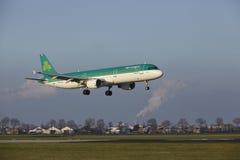 Aéroport Schiphol d'Amsterdam - Air Lingus Airbus A321 débarque Image libre de droits