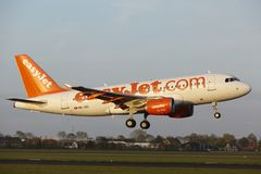 Aéroport Schiphol d'Amsterdam - Airbus A319 d'EasyJet Switzerland débarque Photo libre de droits