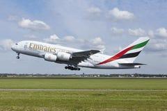 Aéroport Schiphol d'Amsterdam - Airbus A380 des émirats décolle Photos stock