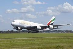 Aéroport Schiphol d'Amsterdam - Airbus A380 des émirats décolle Photographie stock
