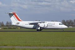 Aéroport Schiphol d'Amsterdam - Avro RJ85 de CityJet débarque Image stock
