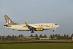 Aéroport Schiphol d'Amsterdam - Boeing 737 de Jet Time débarque Photo libre de droits