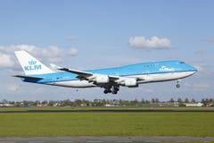 Aéroport Schiphol d'Amsterdam - Boeing 747 de KLM débarque Photographie stock
