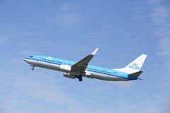 Aéroport Schiphol d'Amsterdam - Boeing 737 de KLM décolle Photographie stock