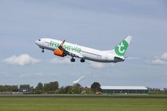 Aéroport Schiphol d'Amsterdam - Boeing 737 de Transavia décolle Image stock