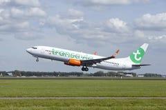 Aéroport Schiphol d'Amsterdam - Boeing 737 de Transavia décolle Photo stock