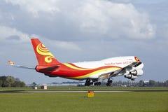 Aéroport Schiphol d'Amsterdam - Boeing 747 de Yangtze River Express débarque Image stock