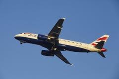 Aéroport Schiphol d'Amsterdam - British Airways Airbus A320 décolle Photo libre de droits