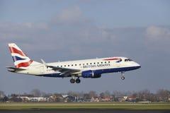 Aéroport Schiphol d'Amsterdam - British Airways Embraer 170 débarque Image libre de droits