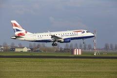 Aéroport Schiphol d'Amsterdam - British Airways Embraer 170 débarque Photo libre de droits