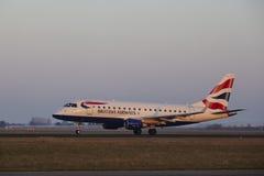 Aéroport Schiphol d'Amsterdam - British Airways Embraer 170 décolle Photo libre de droits