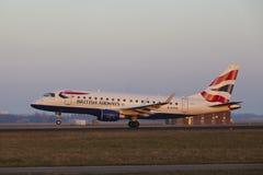 Aéroport Schiphol d'Amsterdam - British Airways Embraer 170 décolle Image libre de droits